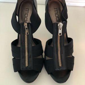Mods spans black zipper heels